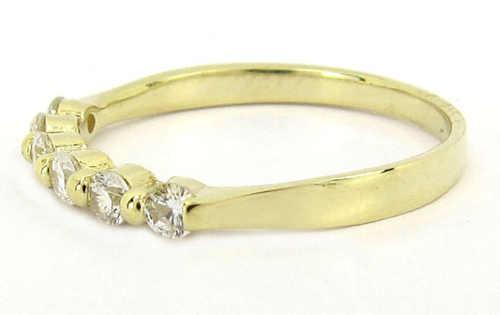 Zlatý prsten se zirkony jako vánoční dárek