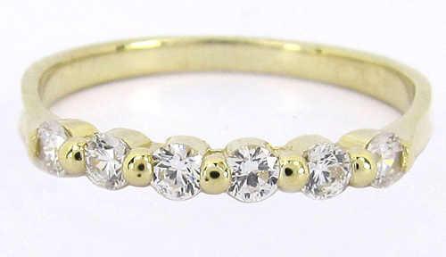 Zlatý dámský prstýnek se šesti zirkony