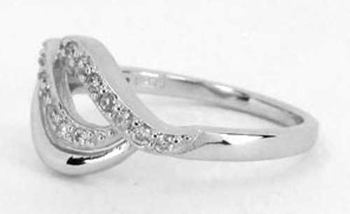 Noblesní stříbrný dámský prsten