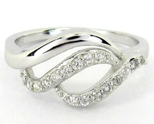 Krásný stříbrný prsten se zirkony pro přítelkyni