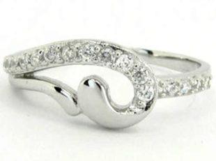 Levný stříbrný dámský prsten se zirkony