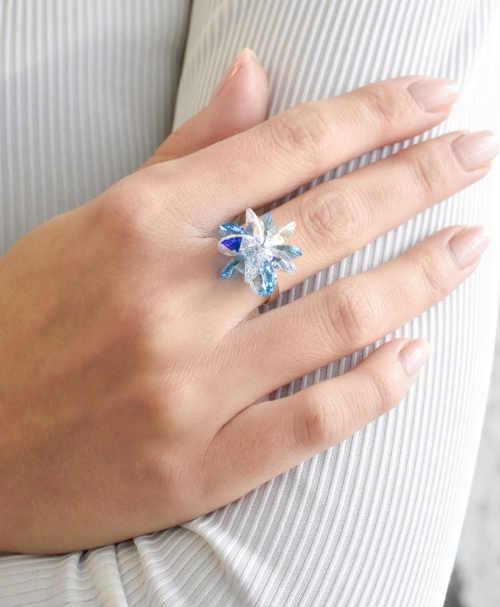 Stříbrný prsten s krystaly akvamarín