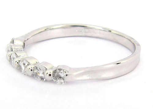 Zlatý prsten se  šesti zirkony v řadě