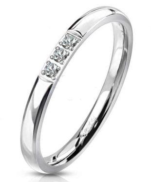 Dámský ocelový prsten se zirkony s hladkým a leslým povrchem