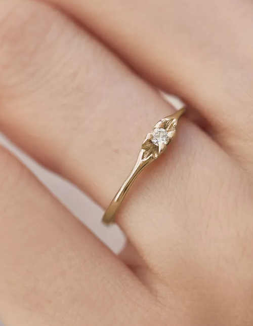 Elegantní zlatý prsten k jubileu