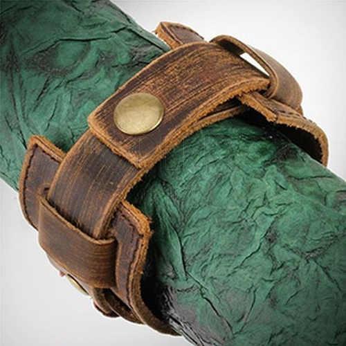 Hnědý kožený náramek se zapínáním na patentku