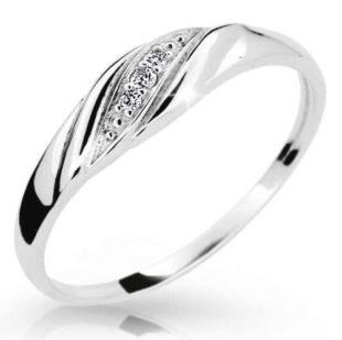 Krásný dámský prsten z bílého zlata se třemi brilianty