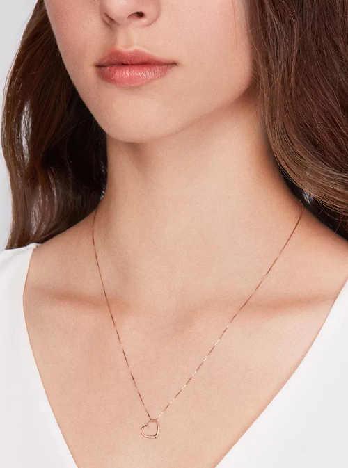 Řetízek z růžového zlata s přívěškem srdce s diamantem