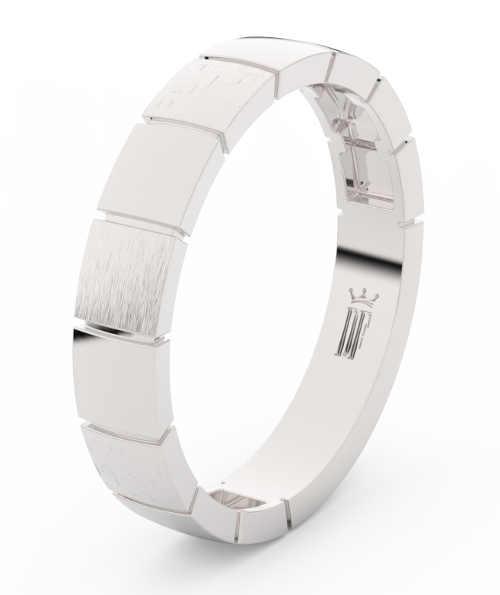 Zlaté snubní prsteny zdobené zirkony