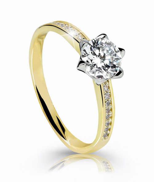 Zlatý prsten zdoben zirkony