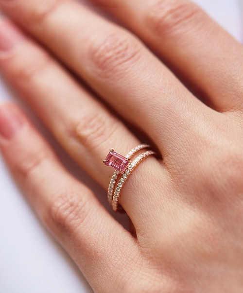 dámský prsten z růžového zlata s diamantem
