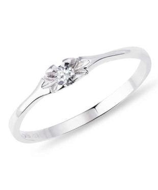 Decentní prsten z bílého zlata s diamantem