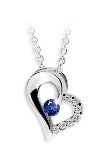 Přívěsek ve tvaru srdce s modrým safírem a brilianty
