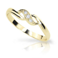 Prsten ze žlutého zlata zdoben diamanty