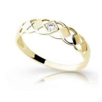 Zlatý prsten v interesantním designu s briliantem