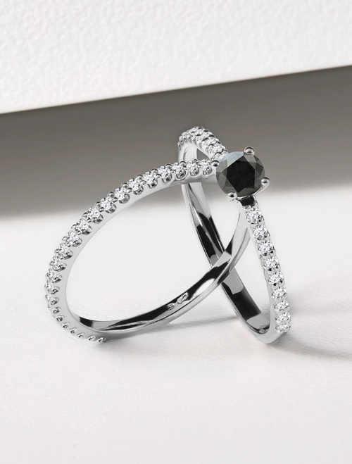 zlatý jemný prstýnek osázený diamantem