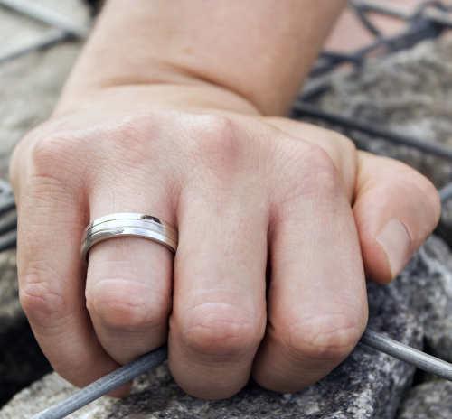 Snubní prsteny z chirurgické oceli kombinace lesk a mat