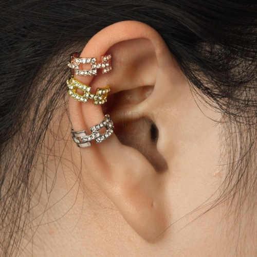 fake piercing zdobený zirkony