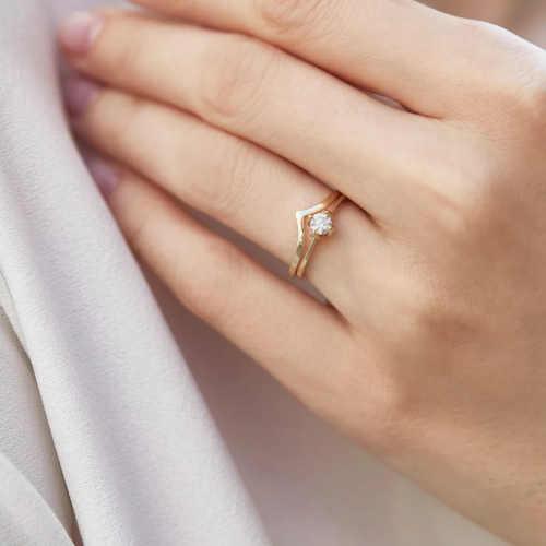 zlatý dámský prsten do špičky