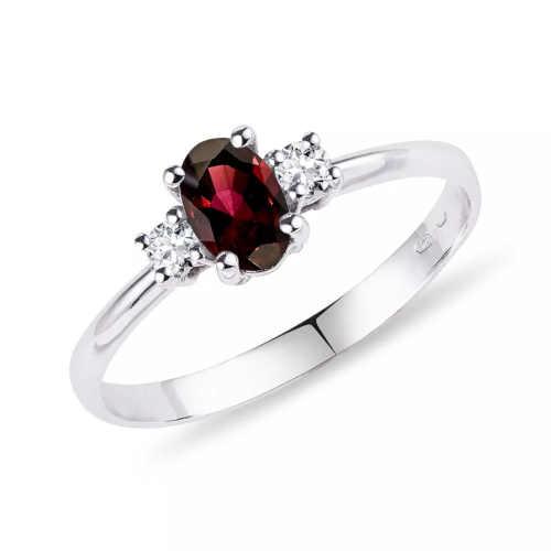 Dámský prsten zdobený granátem a brilianty
