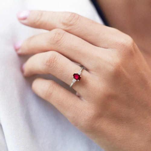 decentní zlatý prsten s granátem