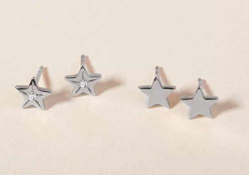 náušnice ve tvaru hvězdy s diamantem