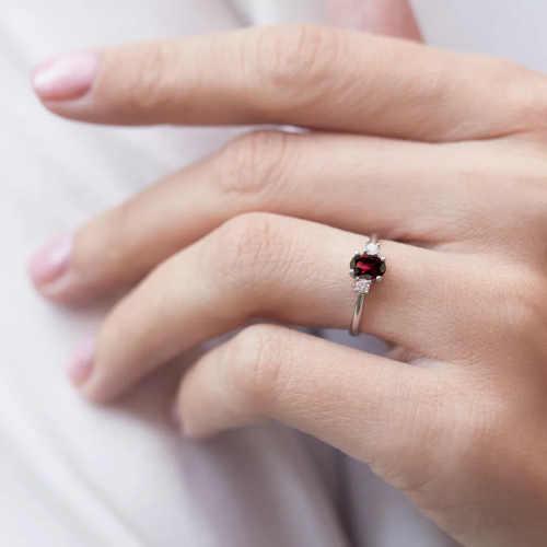 prsten s granátem a brilianty