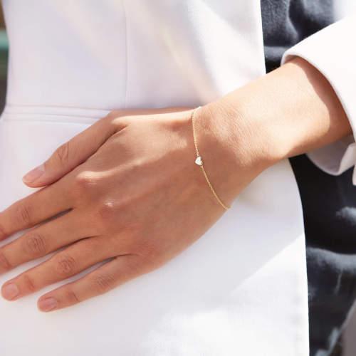 Zlatý řetízek na ruku se srdíčkem