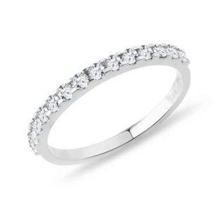 Diamantový snubní prsten z bílého zlata