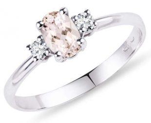 Romantický zásnubní prsten k žádosti o ruku