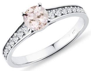 Zásnubní prsten s růžovým morganitem a brilianty